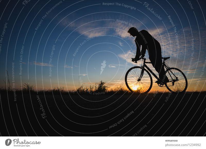 rolling in the sunset Mensch Himmel Ferien & Urlaub & Reisen Jugendliche Mann Erholung Junger Mann ruhig Ferne Erwachsene Berge u. Gebirge Stil Sport Freiheit Lifestyle Horizont