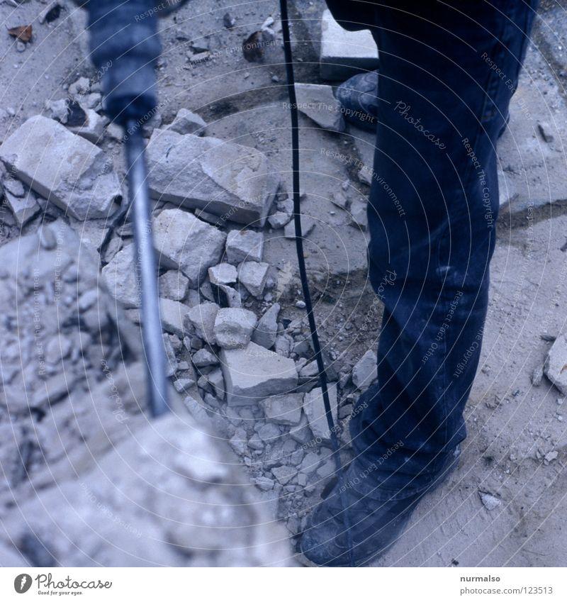 Montagmorgenarbeit Stiefel Arbeit & Erwerbstätigkeit Wand zerstören wegfahren kaputt Staub Eisen Fuge Sandstein Mann maskulin stark Pause Baustelle Elektrizität