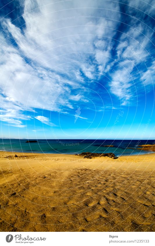 Schritt in Lanzarote Spanien Himmel Natur Ferien & Urlaub & Reisen blau Sommer Erholung Meer Landschaft Wolken Strand gelb Küste Stein braun Felsen Sand