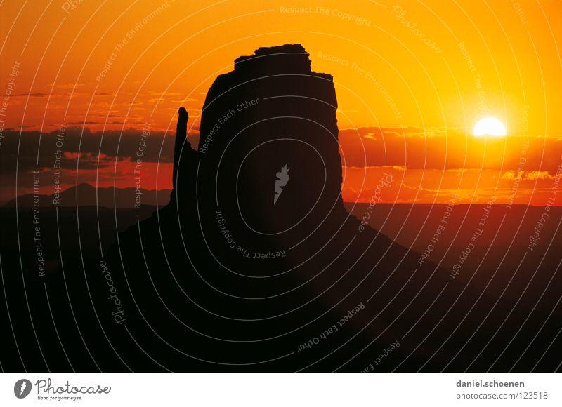 mit John Wayne der Sonne entgegen reiten Himmel Sonne rot Ferien & Urlaub & Reisen ruhig schwarz Wolken Einsamkeit gelb Farbe Stimmung braun orange Hintergrundbild Horizont Felsen