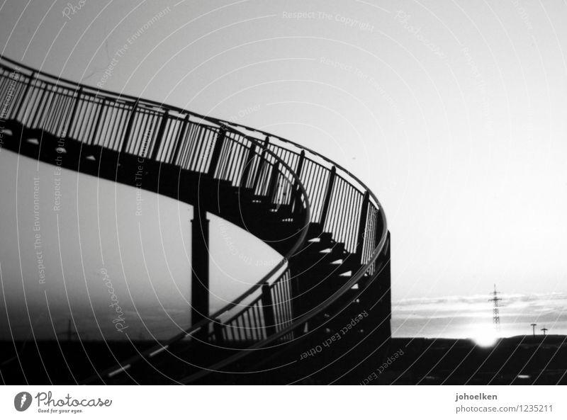 Trepp auf, Trepp ab Kunst Kunstwerk Tiger and Turtle Wolkenloser Himmel Sonnenaufgang Sonnenuntergang Sonnenlicht Schönes Wetter Duisburg Treppe