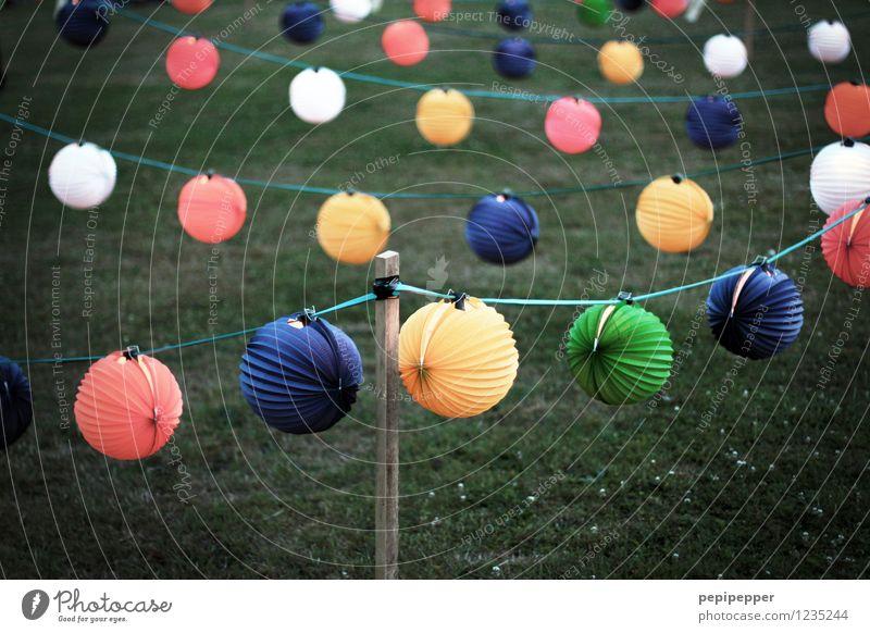 Lampions Sommer Wiese Gras Garten Feste & Feiern Linie Party Park Freizeit & Hobby Häusliches Leben leuchten retro rund Schnur Kugel hängen