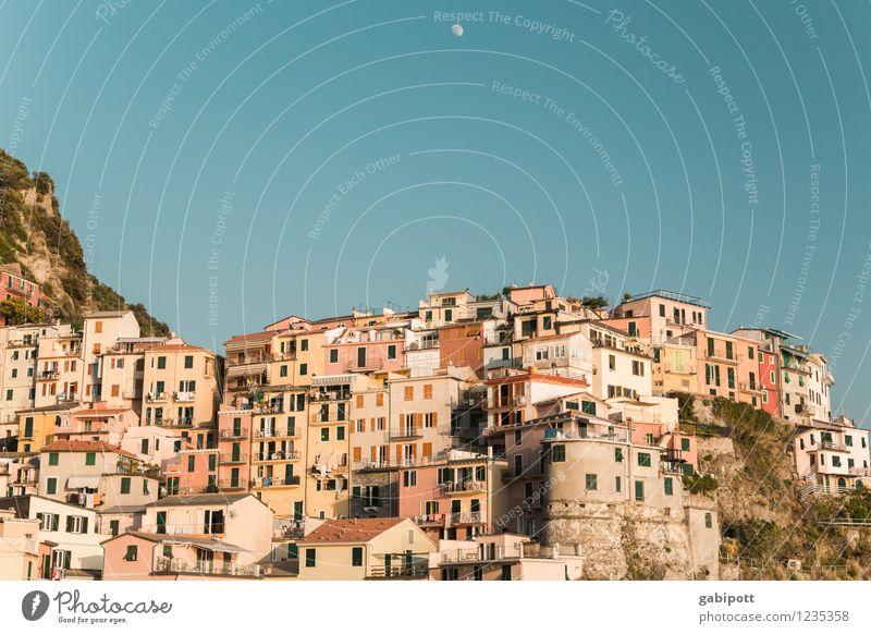 cinque terre Ferien & Urlaub & Reisen Sommer Sonne Erholung ruhig Haus Ferne Gebäude Zusammensein Tourismus Fröhlichkeit Ausflug Europa Italien Schönes Wetter