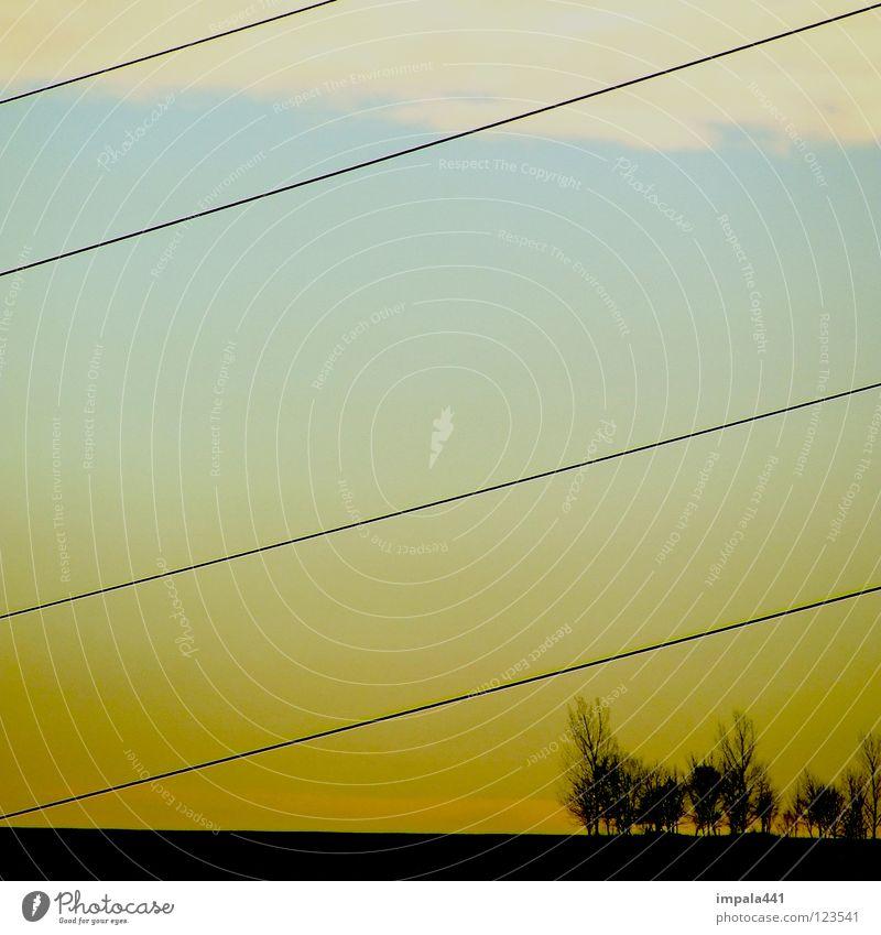 gradlinig Himmel Baum blau schwarz Wolken gelb Berge u. Gebirge Landschaft Linie Erde modern Energiewirtschaft Elektrizität Güterverkehr & Logistik Kabel 4