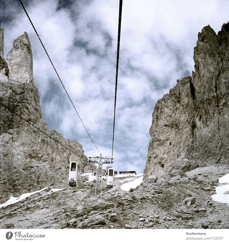 Elevator to heaven Langkofel alpin Fahrstuhl Südtirol Geröll Bergstation wandern Italien Bundesland Tirol Berge u. Gebirge Himmel scharte langkofelscharte Alpen