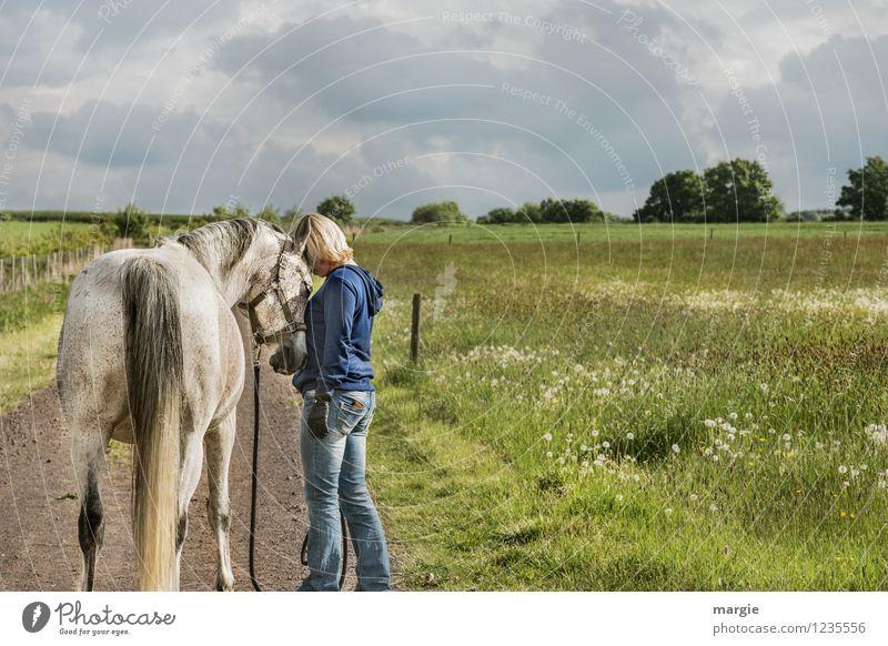 Pferde - Liebe Mensch Frau Himmel Ferien & Urlaub & Reisen Jugendliche blau grün Sommer Junge Frau Wolken Tier Erwachsene Wiese Gras feminin
