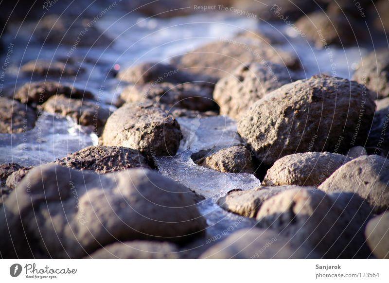 24 Kugeln Steineis, bitte Kieselsteine See Teich Eisfläche Tauwetter tauen schmelzen Schmelzwasser Ammersee Schönes Wetter Winter Fluss Bach Seil Küste dreckig