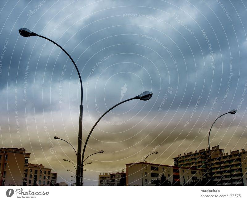 ARMY OF LOVERS Laterne Straßenbeleuchtung Lampe Stadt Hochhaus Haus Wohnanlage Himmel Wolken Europa dunkel anonym Ordnung Beton Zukunft Angst beeindruckend