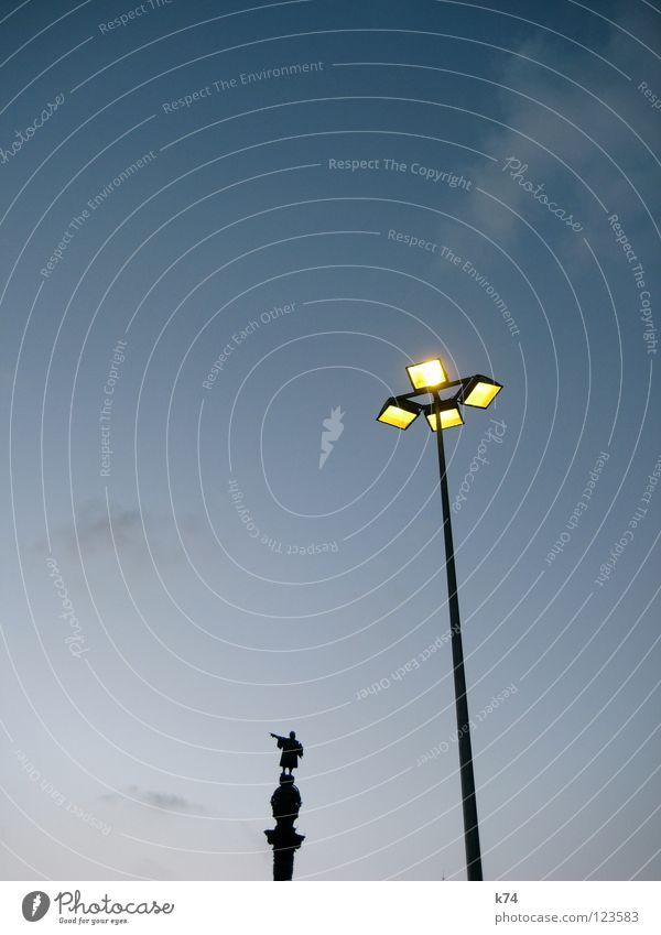 KOLUMBUS blau gelb Lampe USA entdecken Laterne Statue Amerika Richtung Denkmal Spanien Schifffahrt Wahrzeichen Abenddämmerung Barcelona