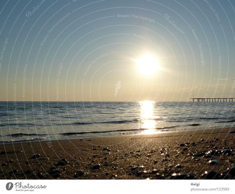 Abendstimmung am Strand... Wasser Himmel weiß Sonne Meer blau Strand Ferien & Urlaub & Reisen ruhig Wolken gelb Ferne Erholung Bewegung Stein Sand