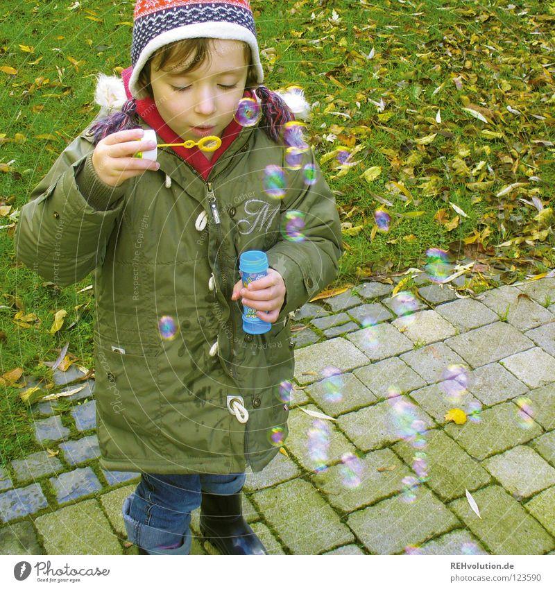 kinder-freuden Kind grün Winter Freude kalt Spielen Junge lachen klein Luft lustig mehrere süß viele Kleinkind Mütze