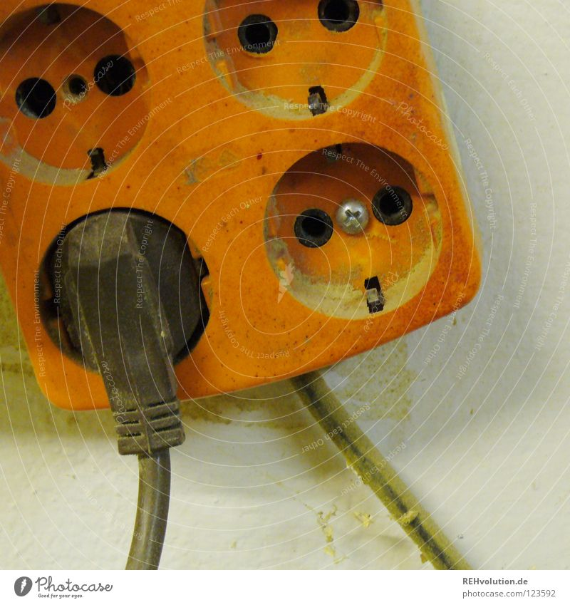 saft Elektrizität Steckdose Stecker Saft Kraft Energiewirtschaft braun 4 früher Handwerker Loch Elektrisches Gerät Technik & Technologie alt orange vierfach