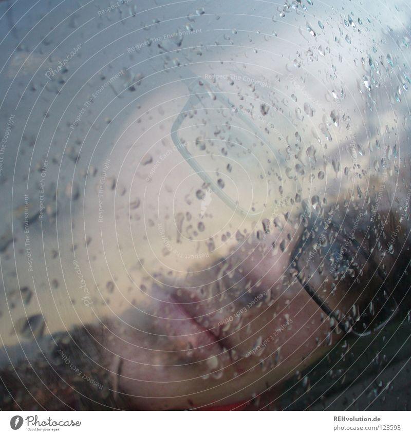 hmmmm Frau Himmel Winter Gesicht dunkel grau Traurigkeit Denken Mund Regen Stimmung Angst Glas Nase Wetter Wassertropfen