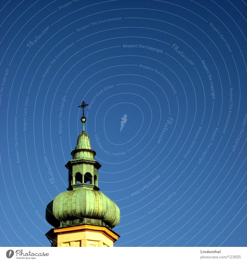 AMEN Himmel grün Christentum Protestantismus Katholizismus historisch blau blue sky Turm rook spire steeple Religion & Glaube church Rücken