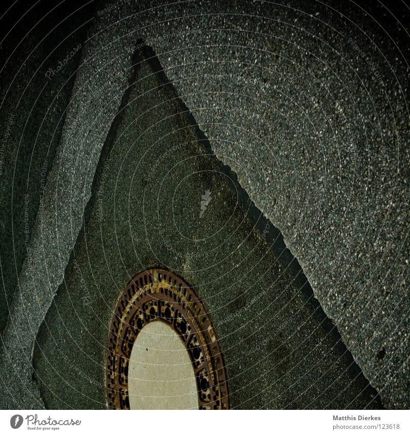 Gulli Straße dunkel trist Kreis Industrie rund Reinigen Asphalt Tor Verkehrswege Loch Eingang Straßenbelag Geometrie Neigung Verbote