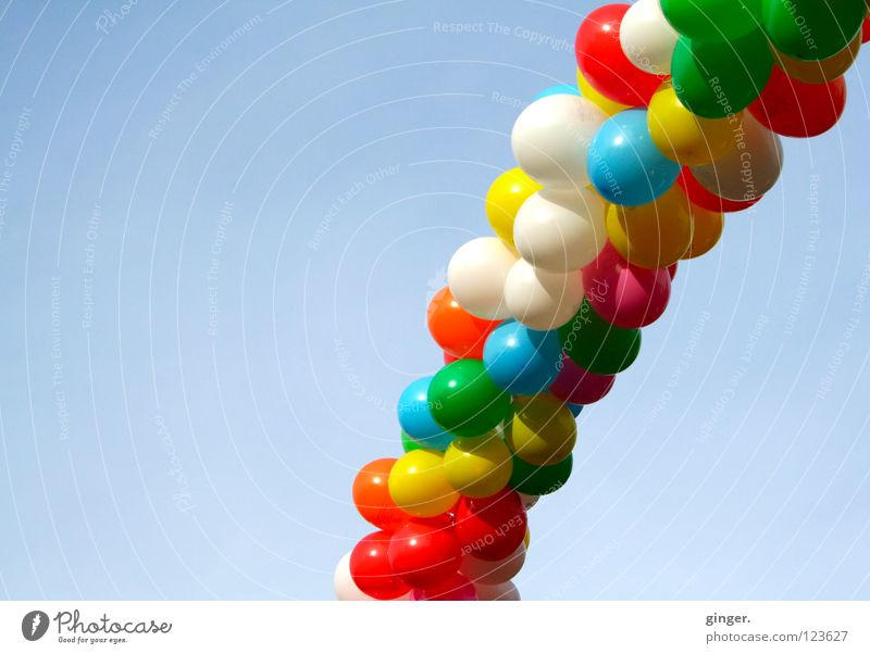 Luft! Schlange? Himmel blau grün weiß rot Farbe Freude gelb Feste & Feiern hell hoch Fröhlichkeit Dekoration & Verzierung Schönes Wetter Luftballon