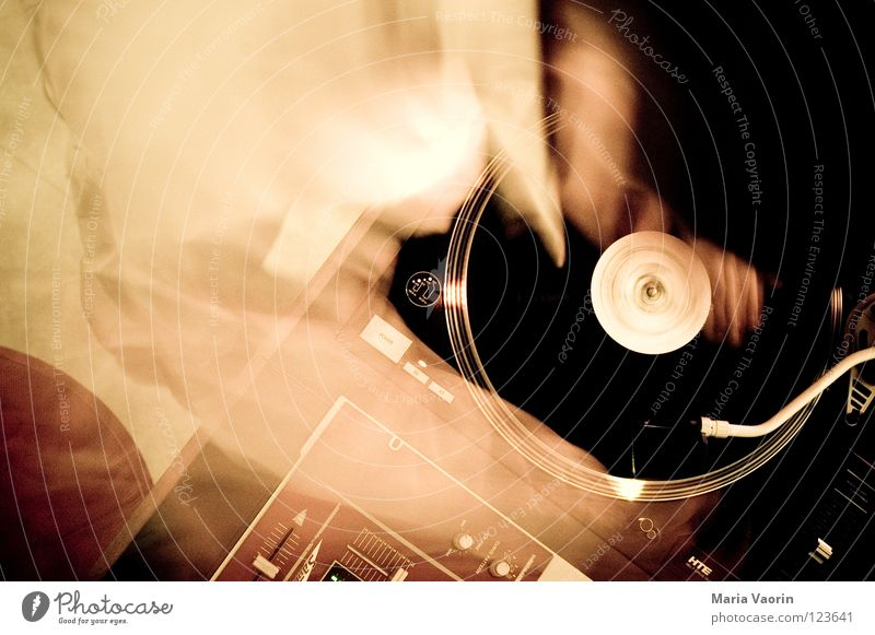 final scratch Diskjockey Schallplatte liegen Disco Party fade Hiphop Sprechgesang Plattenspieler Tonarm Musikmischpult Freizeit & Hobby Konzert Club