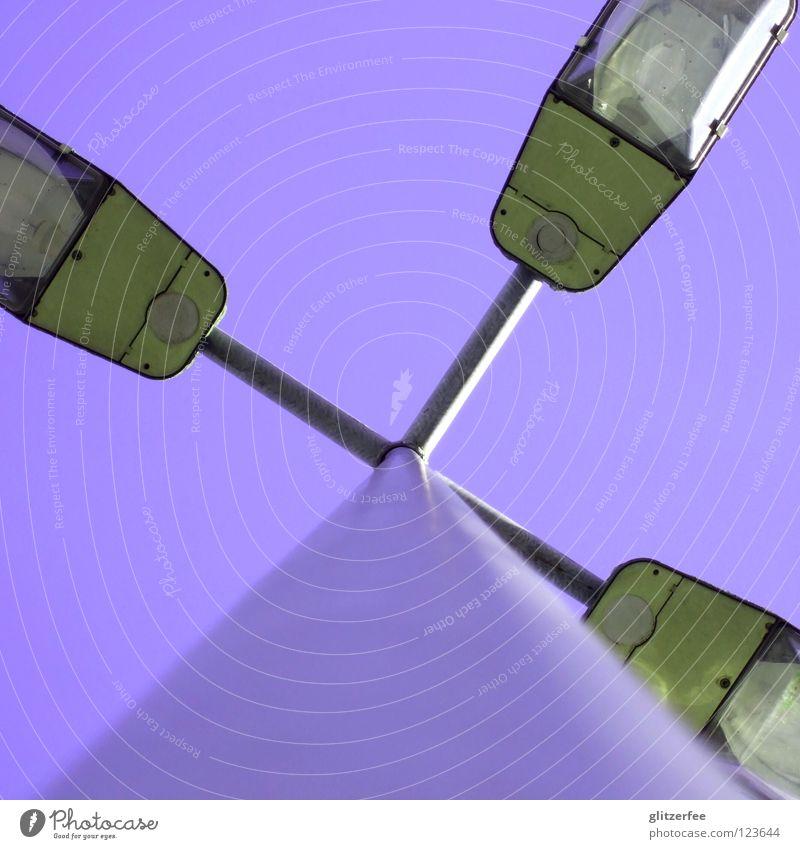 LiLaLicht Himmel Straße Lampe Beleuchtung Metall Glas Elektrizität Platz violett silber Parkplatz erleuchten Glühbirne Straßennamenschild