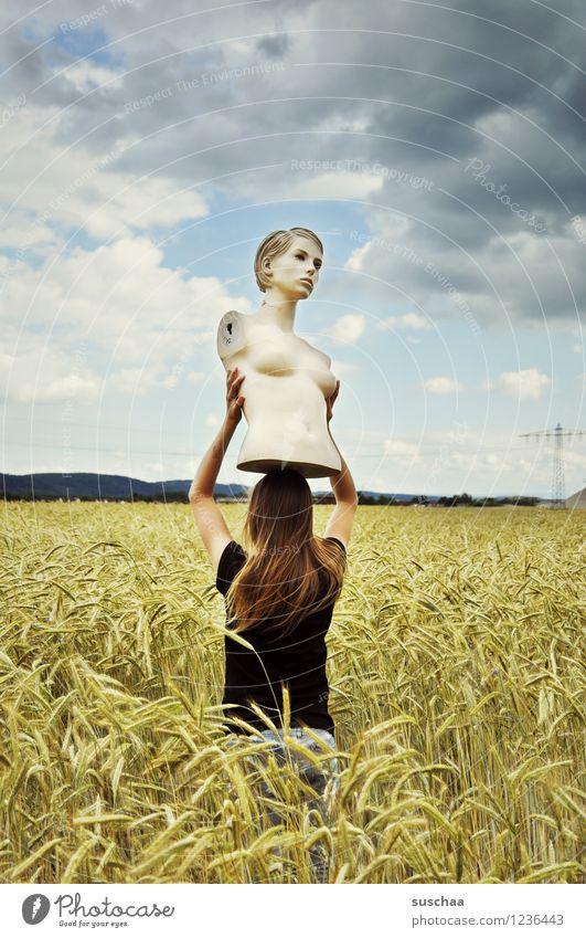 sie schaute .. und schaute .. und schaute .. Himmel Wolken Feld Weizen Ähren Sommer Landschaft Gesicht Kopf Torso Schaufensterpuppe Kind Mädchen tragen