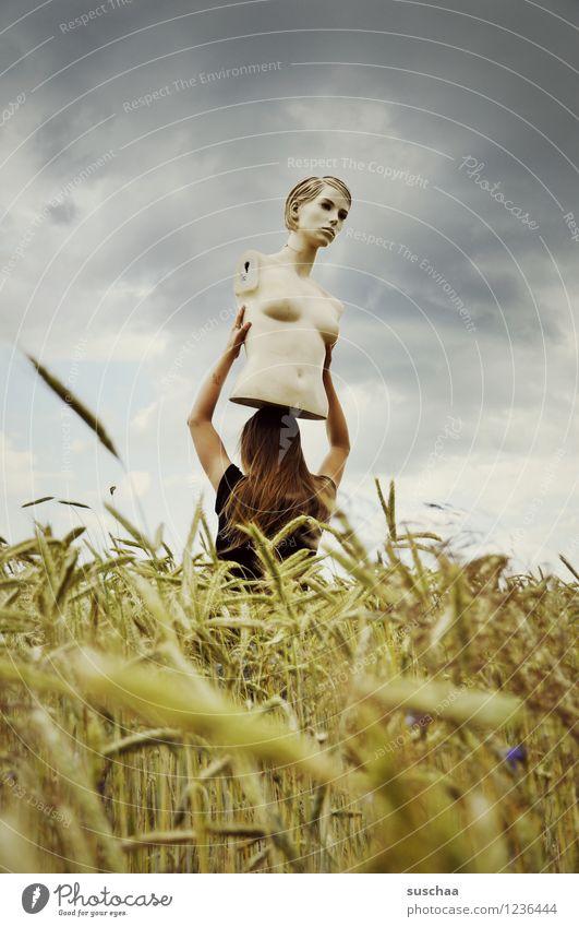 sie schaute .. und schaute .. Himmel Kind Sommer Wolken Mädchen Gesicht Kopf Feld Weizen Ähren Schaufensterpuppe Torso