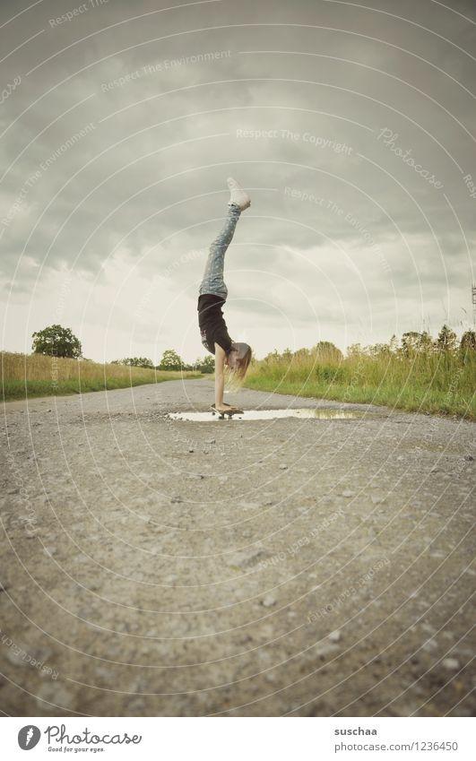 der handstand . Wege & Pfade Asphalt Außenaufnahme Pfütze Kind Mädchen Skateboarding Handstand Wolken Himmel Kindheit sportlich Kindererziehung Freiheit