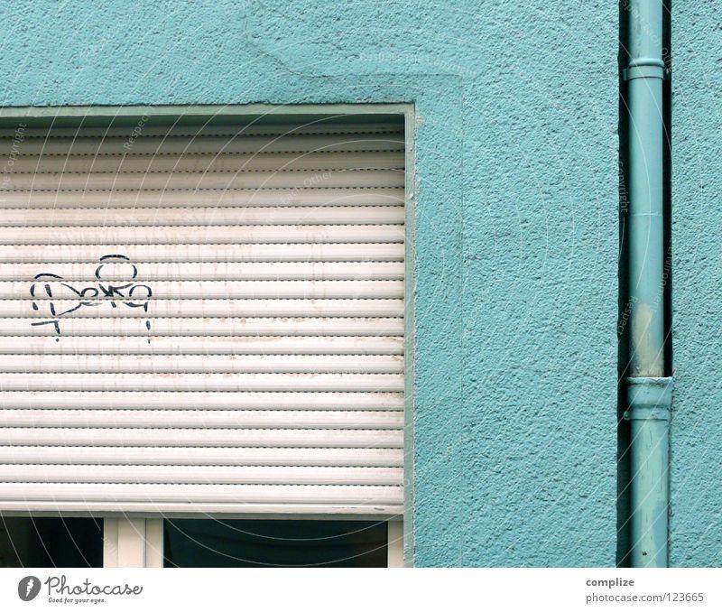 ich bin Blau! Haus Rollladen Stadt Schmiererei Schmierstoff Gemälde schlafen Abfluss Abflussrohr Regenrinne angemalt Anstrich türkis Rollo sehr wenige