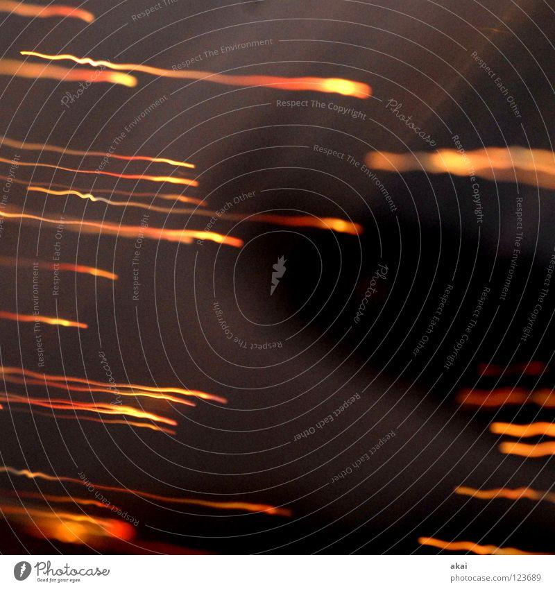 Ufo Lichterspiel 16 Ufolampe Fernsehlampe Belichtung UFO krumm Lichtspiel Langzeitbelichtung Experiment Streifen Glasfaser Studie mehrfarbig rot gelb magenta