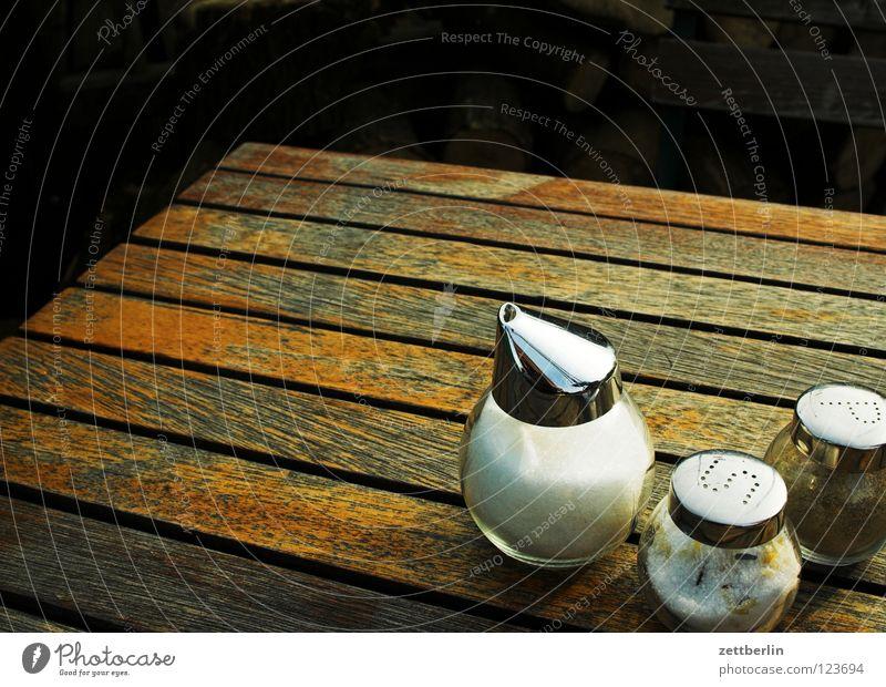 Tisch Salzstreuer Pfefferstreuer Zucker Kräuter & Gewürze Holz braun Gastronomie Café Straßencafé Kannen Kellner Sommer Dienstleistungsgewerbe salznäpfchen