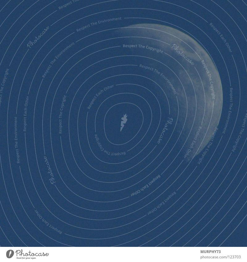 Mond in Blau oder Mond bei Tag Sichelmond himmelblau Himmelskörper & Weltall Mondschein glänzend weiß Farbe Erdsatellit Graffiti Tagaufnahme
