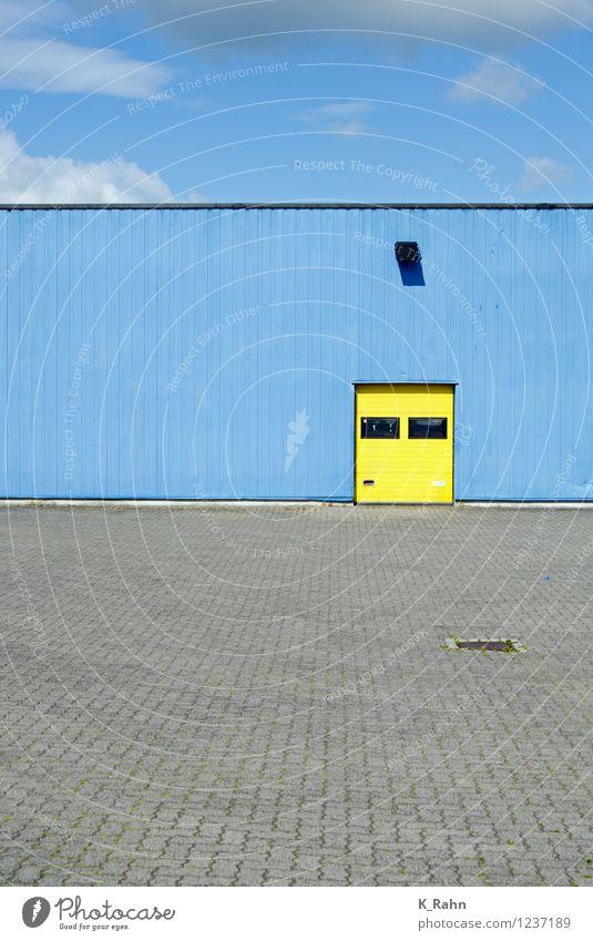 Ladezone Stadt blau Einsamkeit Wolken gelb Wand Architektur Mauer Metall Fassade Arbeit & Erwerbstätigkeit Design Tür Beton Idee Industrie