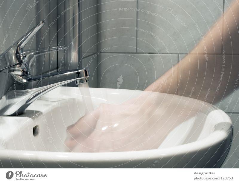 Fertig. Waschbecken Bad Wasserhahn Hand Reinigen Sauberkeit Geschirrspülen dreckig rein durchsichtig temporär Zeit Vergänglichkeit Vergangenheit vergangen