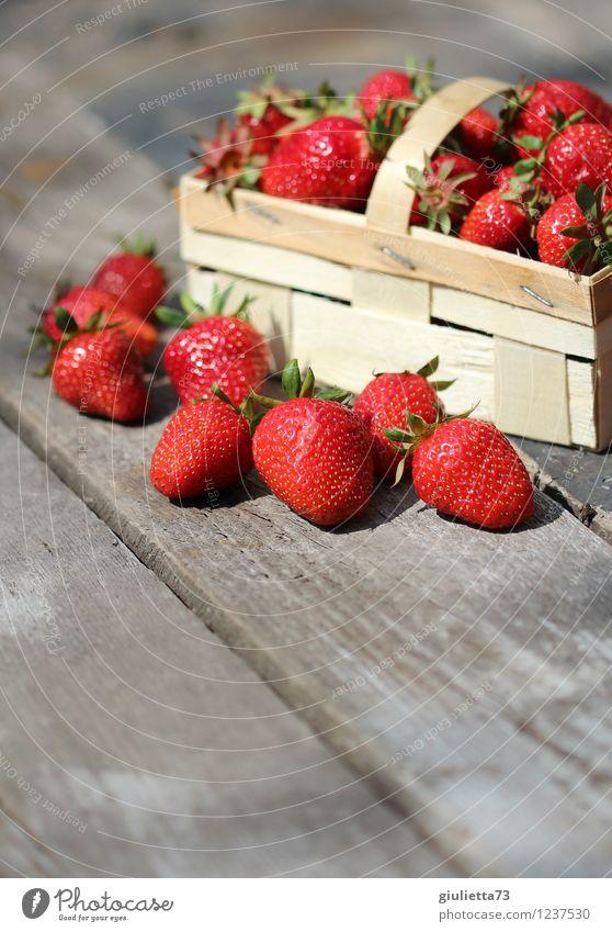 Sommerzeit ist Erdbeerzeit! Natur schön rot natürlich Gesundheit Glück Garten Lebensmittel Frucht Zufriedenheit frisch Ernährung genießen Schönes Wetter lecker
