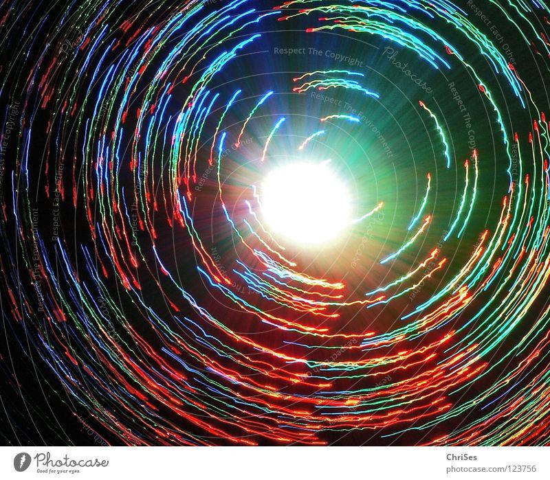 Lichtspiel_08 Lampe Glasfaserlampe Kreis drehen grün rot gelb frontal Vogelperspektive schwarz Tunnel dunkel Gegenteil faszinierend Lichterkette Nordwalde