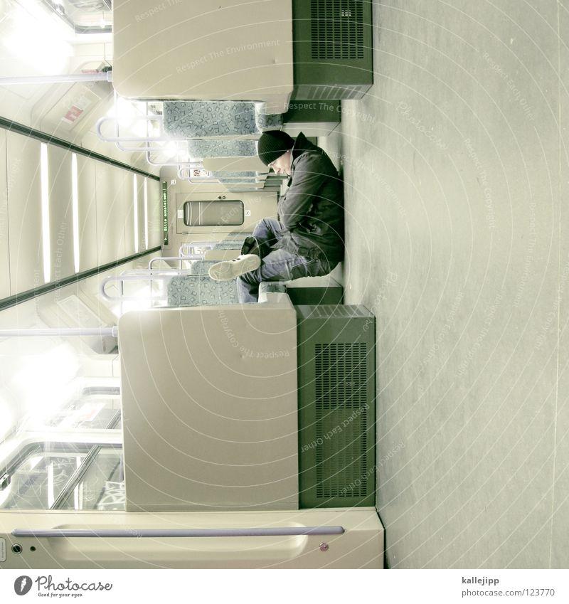 sit and wait Mann Silhouette Dieb Krimineller Rampe Laderampe Fußgänger Schacht Tunnel Untergrund Ausbruch Flucht umfallen Fenster Parkhaus Licht Geometrie