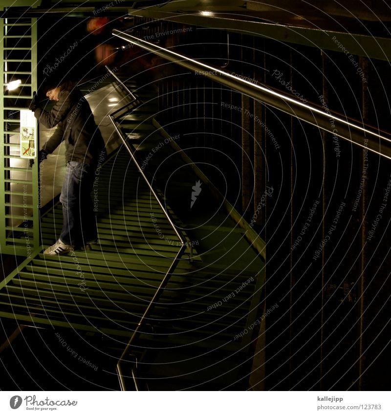 videoüberwacht Mensch Himmel Mann Hand Stadt Haus Fenster Berge u. Gebirge Gefühle Architektur springen See Lampe Luft Linie Tanzen
