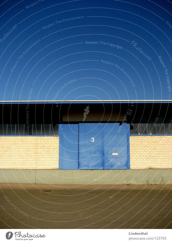 TOR 3 Lagerhalle Tür Industriefotografie Himmel blau Tor three door Gate dump