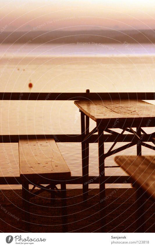 Paulaner-Werbekulisse Sonne Freude dunkel See Stimmung rosa Horizont Freizeit & Hobby Tisch Ausflug Romantik Geländer Gastronomie Bank Bayern Weizen