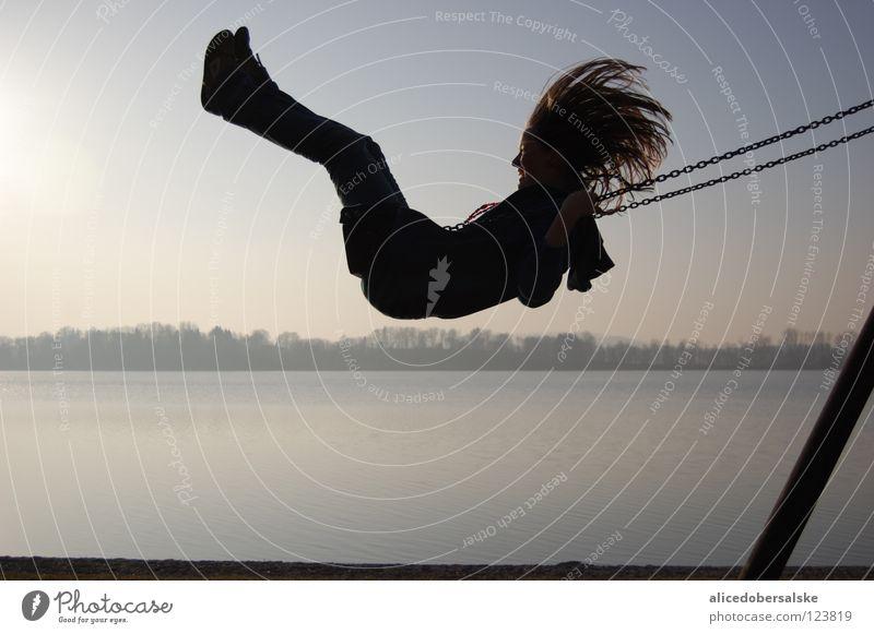 wie schön es doch ist ein kind zu sein Freude lachen Haare & Frisuren See Wind fliegen festhalten Schaukel Spielplatz Momentaufnahme