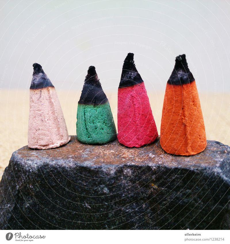 rauchende köpfe Räucherstäbchen Stein kegelförmig Rauchen stehen mehrfarbig grün violett orange weiß Abgas Duft brennen glühen glühend Weihnachten & Advent