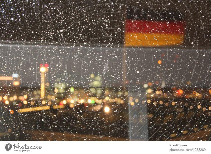 Trübsal in Berlin Ferien & Urlaub & Reisen Stadt schön gelb Architektur Stil Gebäude grau außergewöhnlich Stimmung Kunst Fassade Regen Design Tourismus
