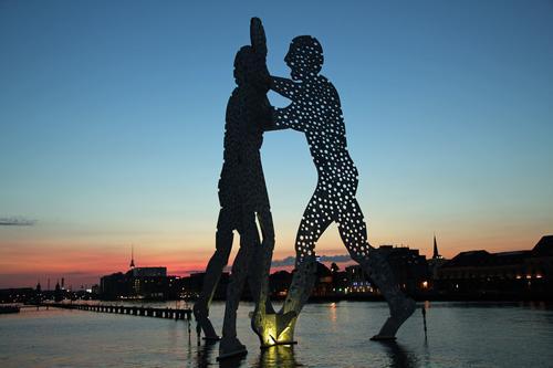 Molecule Man Berlin Ferien & Urlaub & Reisen blau schön Sommer Architektur Stil Lifestyle Kunst Stimmung Design orange Tourismus leuchten ästhetisch Kultur