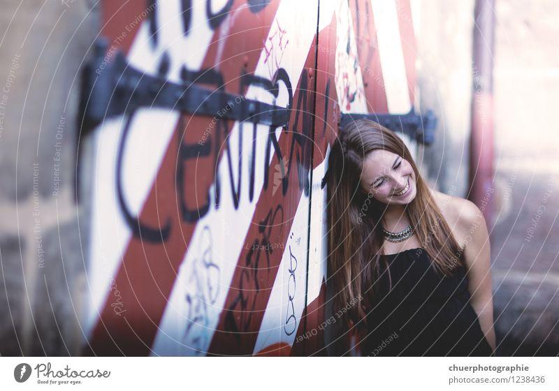 C e n t r a l elegant Freude Glück feminin Junge Frau Jugendliche Erwachsene 1 Mensch 18-30 Jahre Lächeln lachen träumen ästhetisch authentisch fantastisch