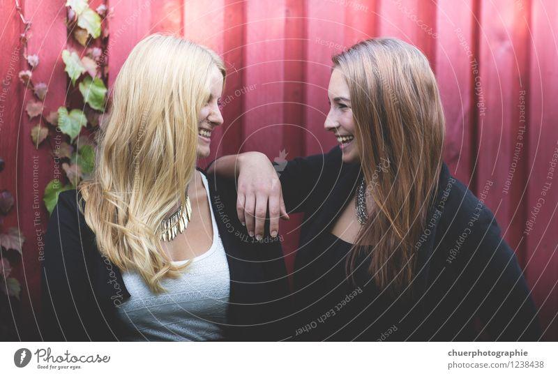 S m i l e Freude Glück Haare & Frisuren Gesicht Mensch feminin Frau Erwachsene Freundschaft Paar Leben 2 18-30 Jahre Jugendliche brünett blond langhaarig