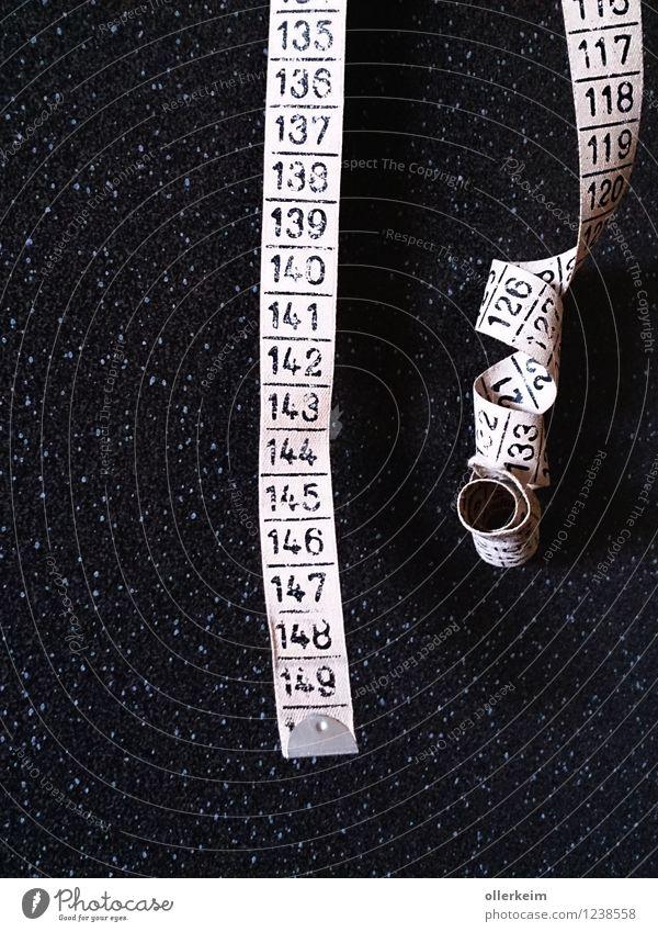 messfehler Design Handarbeit stricken einrichten Innenarchitektur Handwerker Messinstrument Maßband grau schwarz Basteln messen Zentimeter Ziffern & Zahlen