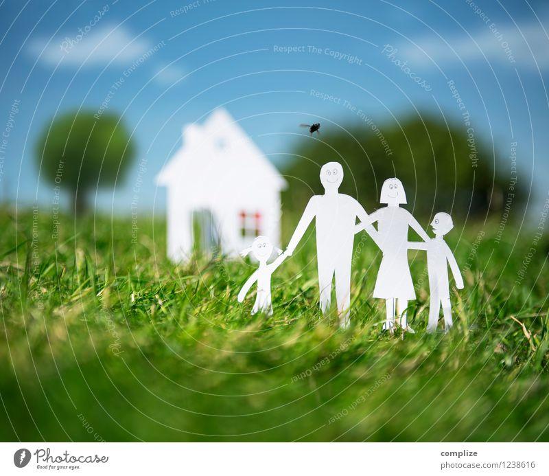 Family @ Home Himmel Kind grün Sonne Freude Haus Erwachsene Gras Gesundheit Glück Familie & Verwandtschaft Garten Lifestyle Wohnung Design Häusliches Leben