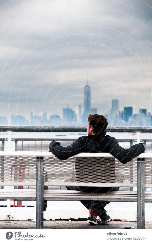 Skyline III Mensch Himmel Ferien & Urlaub & Reisen Jugendliche Stadt Erholung Junger Mann Wolken Ferne 18-30 Jahre Erwachsene Freiheit Horizont maskulin Wetter