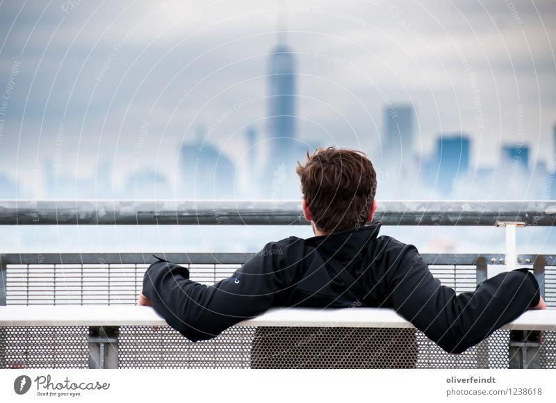 Skyline II Mensch Himmel Ferien & Urlaub & Reisen Jugendliche Erholung Junger Mann Wolken ruhig Ferne 18-30 Jahre Erwachsene Freiheit maskulin Zufriedenheit
