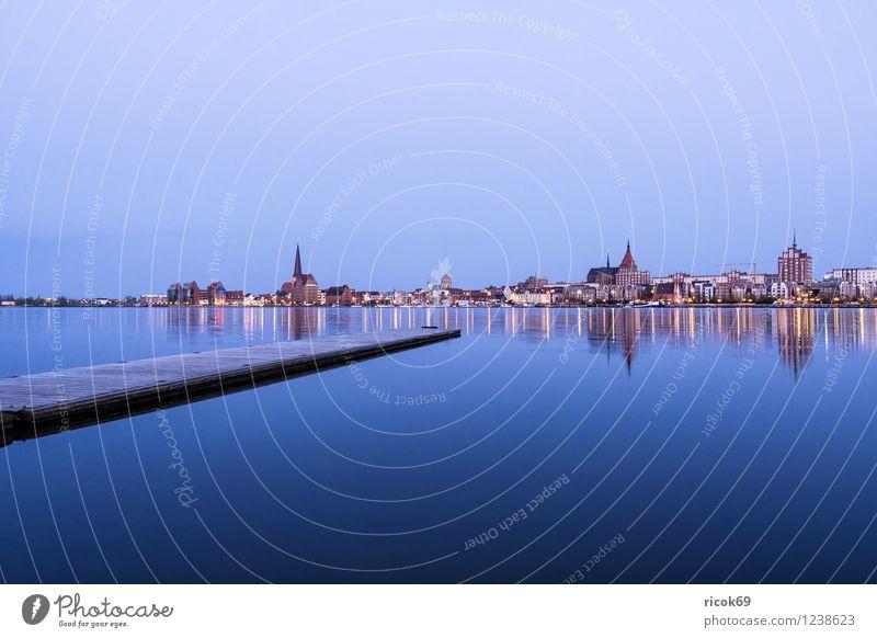 Blick über die Warnow auf Rostock Natur Ferien & Urlaub & Reisen Stadt blau Wasser Haus Architektur Gebäude Wasserfahrzeug Idylle Aussicht Kirche Fluss