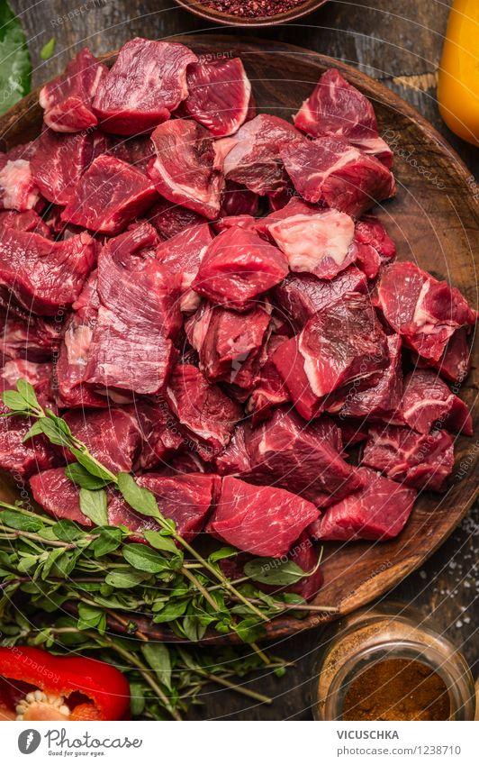 Fleischwürfel für Gulasch Lebensmittel Kräuter & Gewürze Ernährung Mittagessen Abendessen Festessen Bioprodukte Diät Teller Schalen & Schüsseln Flasche Glas