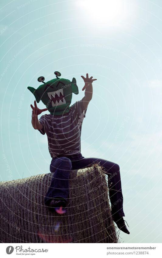 komm doch her... Kunst Kunstwerk ästhetisch Angst Monster Außerirdischer außerirdisch Strohballen Blauer Himmel Jugendliche Hand Halloween verkleidet Maske grün